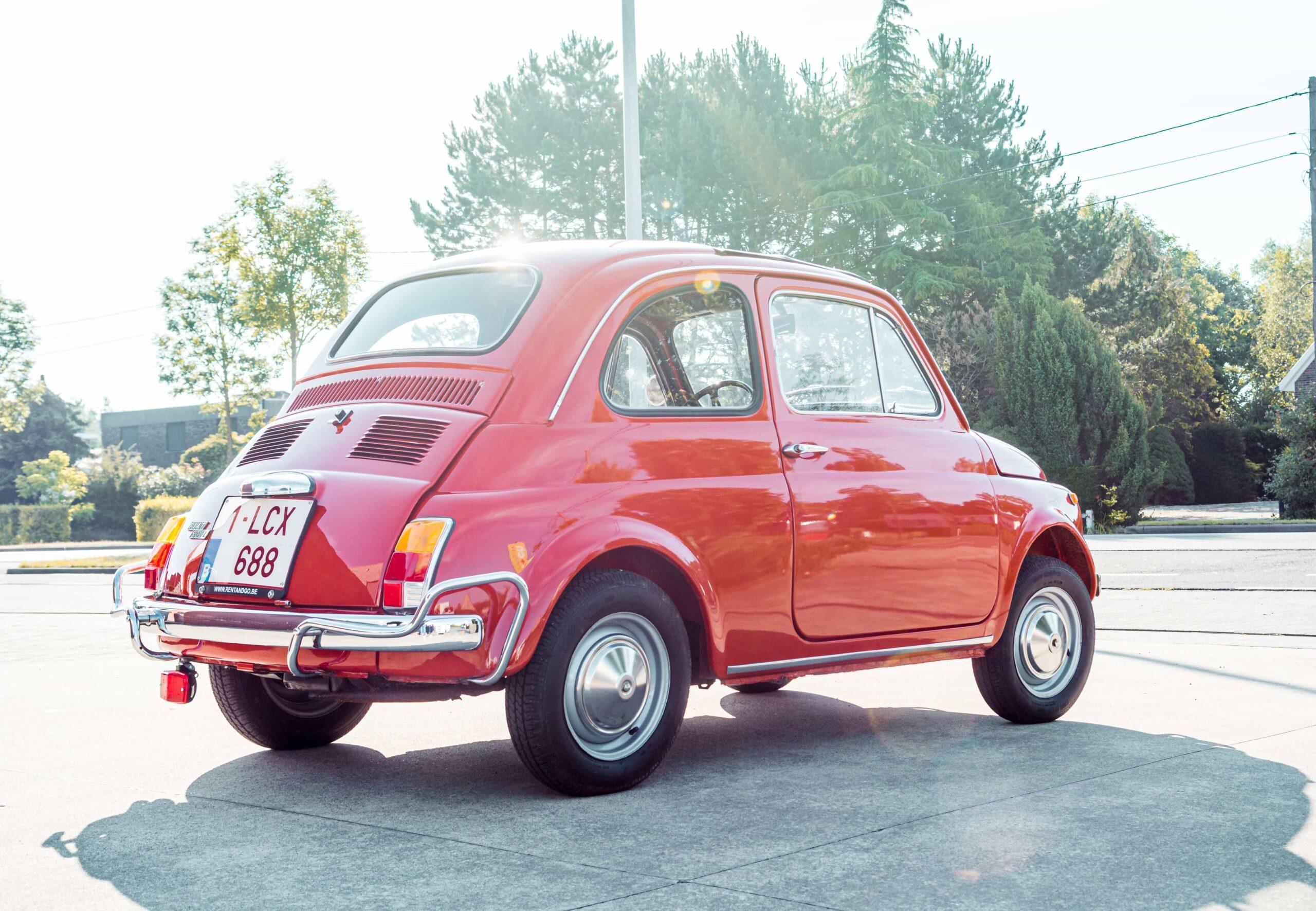 Rode Fiat 500 buitenkant